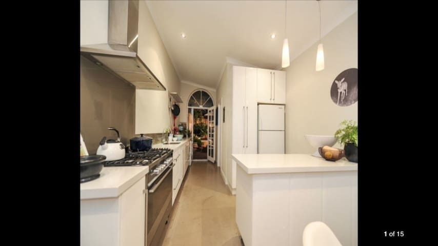 'BoutiqueBul.' Stylish Character Terrace House - West Perth - Huis