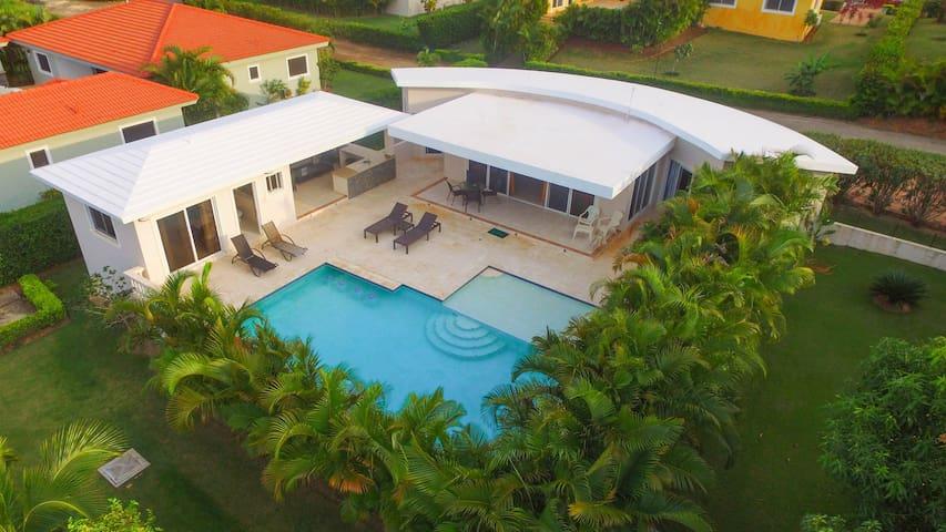Gorgeous 2 Bedroom Tropical Villa Paradise