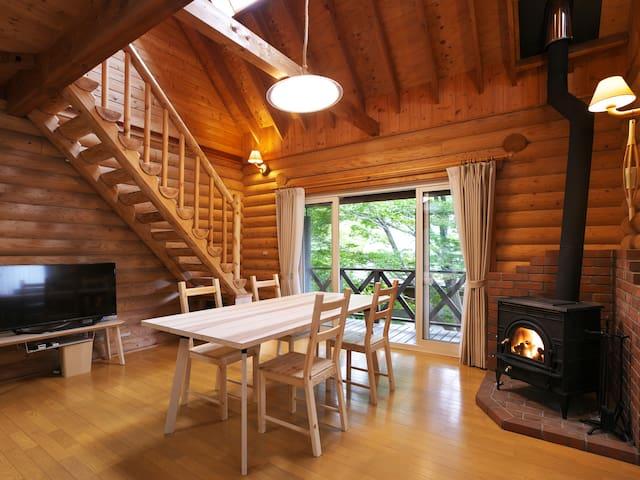 シンプル&リーズナブルな森の別荘地の一棟・最大8名/T-Lodge Aone