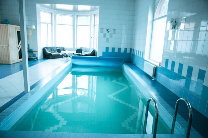 Элитный коттедж 350 кв м  с бассейном и бильярдом. - Khimki - Pousada