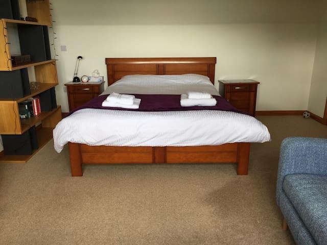 Spacious room in Peterculter