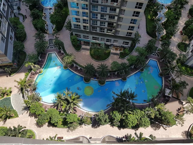 Relaxing & Cozy* Swimming Pool View *Gym* Kitchen*