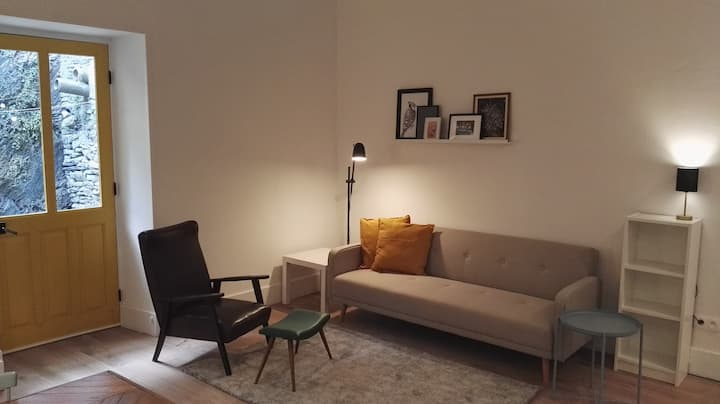Centrally located large 2 bed renovated apartment