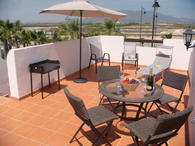 Spacious detached villa at Condado de Alhama - Alhama de Murcia - Vakantiewoning
