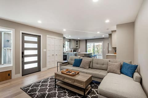 2 bed 2 bath New home with Designer Furnishings