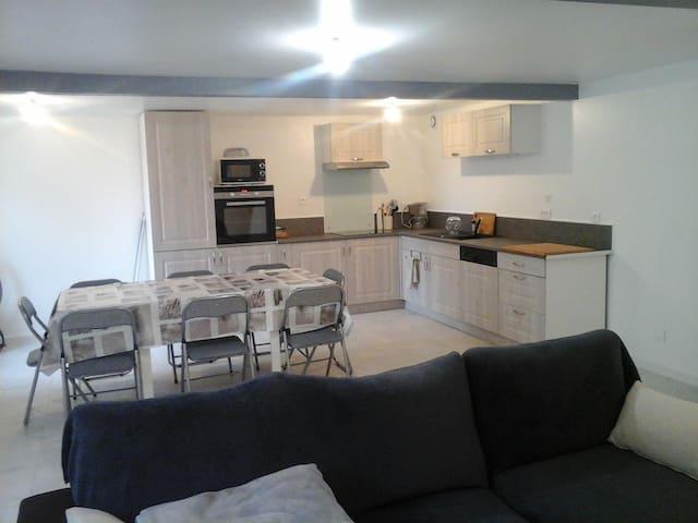 Maison avec séjour de 40m² au calme
