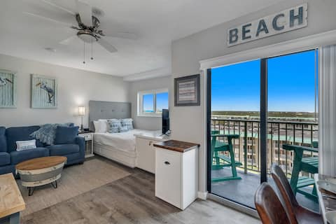 Salty Soul-NEWLY UPDATED STUDIO CONDO - INCREDIBLE BEACH VIEWS & BOAT PARKING!