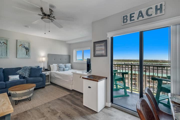 Plantation 5505 - STUDIO CONDO - INCREDIBLE BEACH VIEWS & BOAT PARKING!