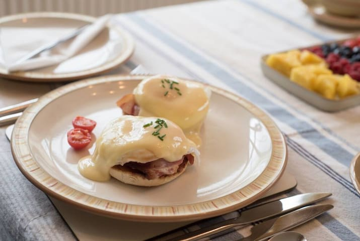 House specialty - Eggs Benedict  (also Royal and Florentine options) - when breakfast ordered as an extra