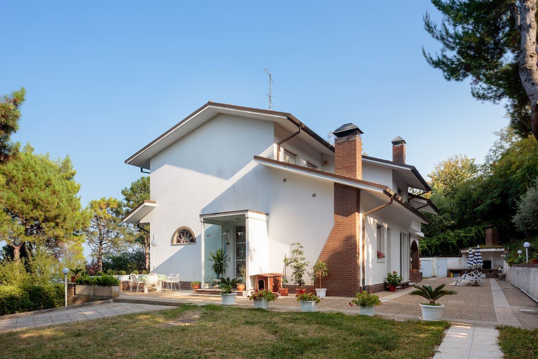 Ingresso della villa  Villa entrance