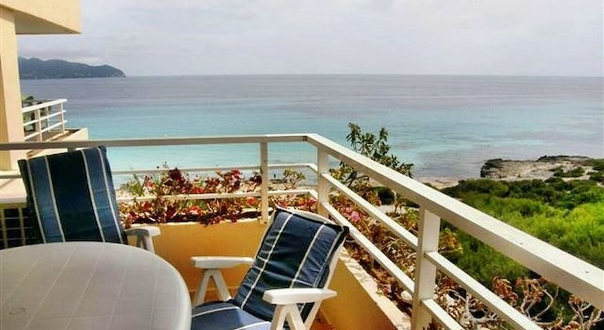 Apartment sea view, pool, wifi (Long Term Rental)