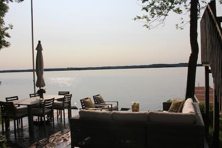 Waterfront Cottage on Cameron Lake! - Kawartha Lakes
