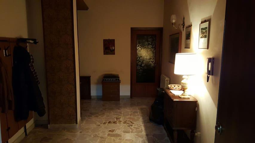 Stanza con balcone - Canicattì - Condominium