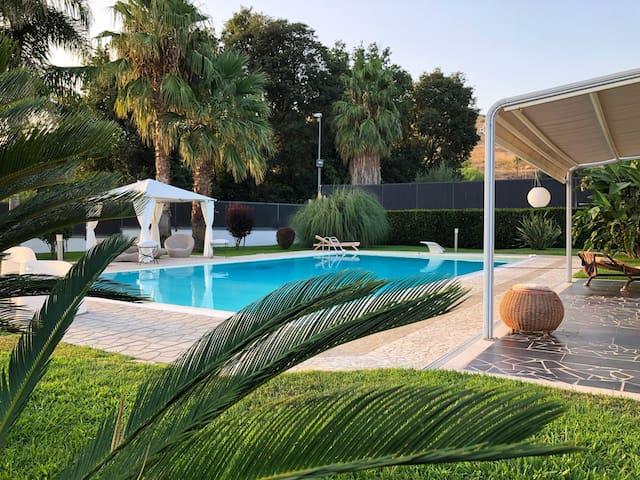 Appartamento con piscina in villa indipendente