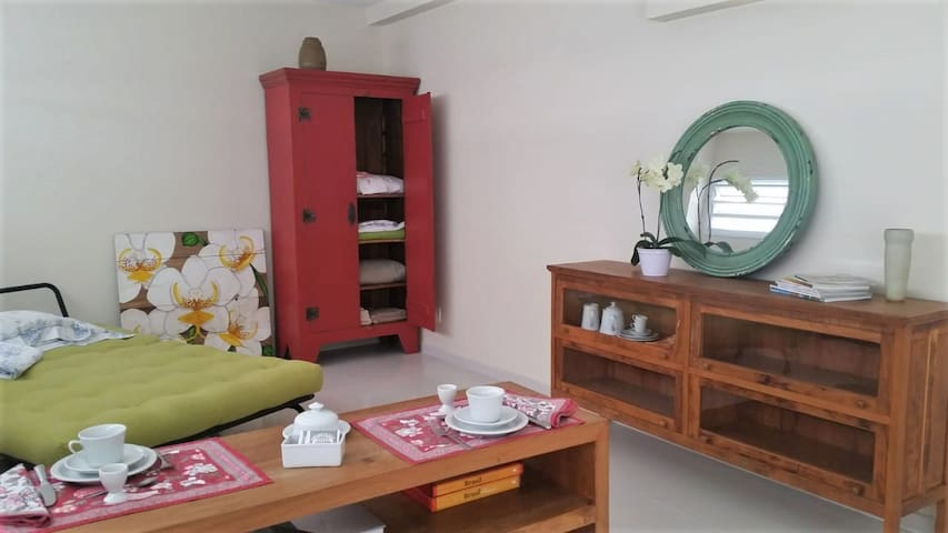 Orquidea Loft decorado, prático e bem localizado