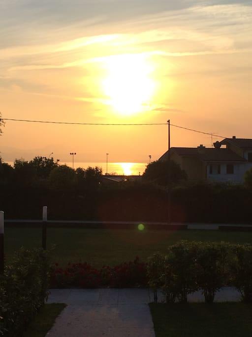 il tramonto sul lago