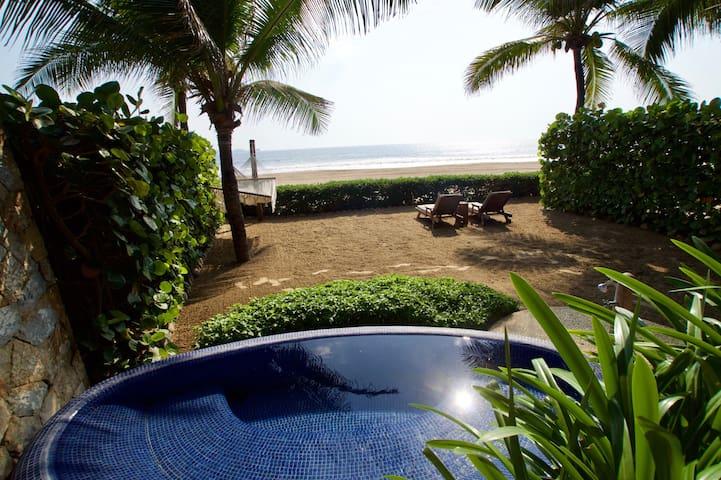 Romantic BEACHFRONT Getaway - Las Palmas A1 - Zihuatanejo - Butik otel