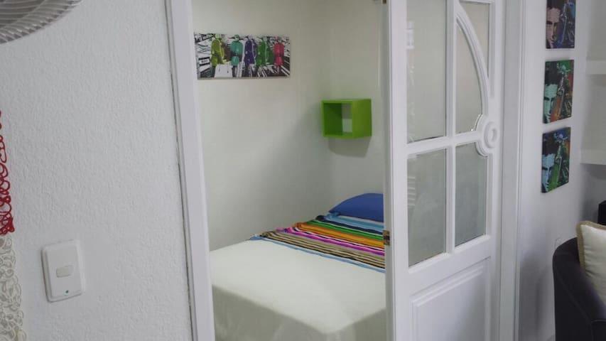 Cozy Renovated 2BR in the ❤️Old City - Cartagena - Apartemen