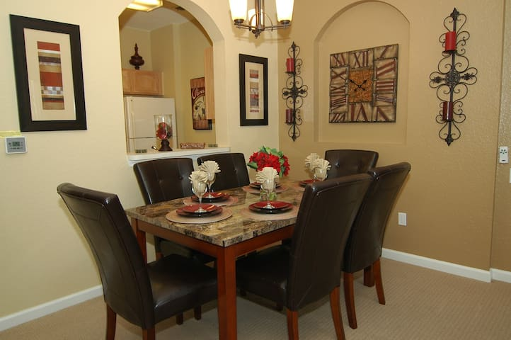 Seating for 6 at the dining room table