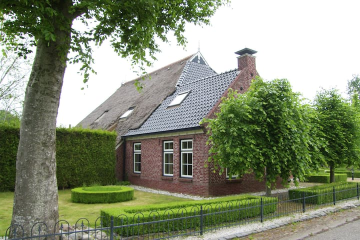 Beautiful characteristic farmhouse in northern Friesland with hottub and sauna.