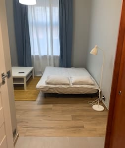 €&Ideal location, small studio close to the center