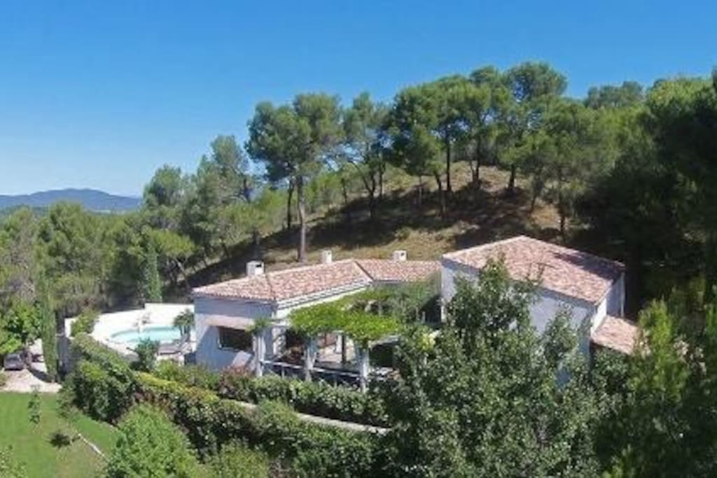 Une villa au coeur du Luberon au sein d'un jardin paysage de 7000m2