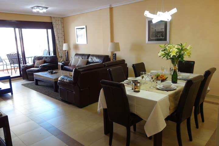 Fräsch lägenhet nära Puerto Banus - Marbella - Pis