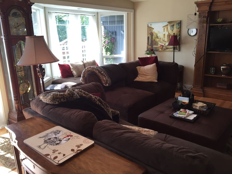 Living room with great seating area for visiting, TV, movie viewing, games (provided)- fun!