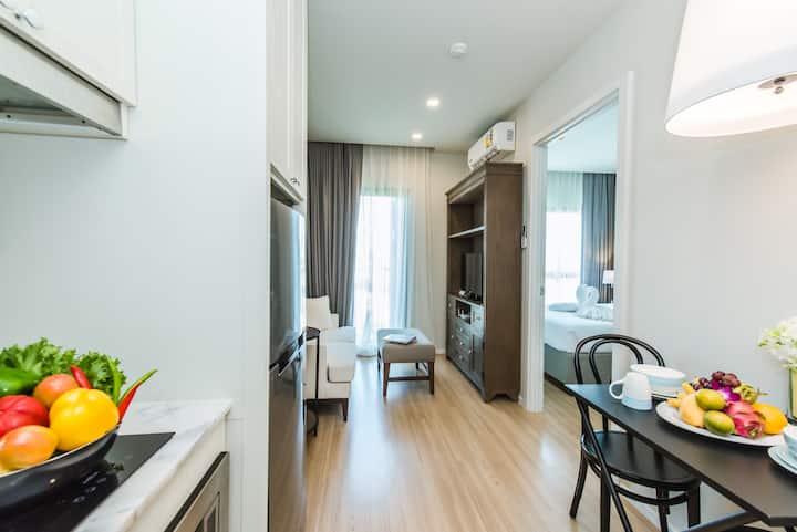 Dlux Condominium with Seaview Pool