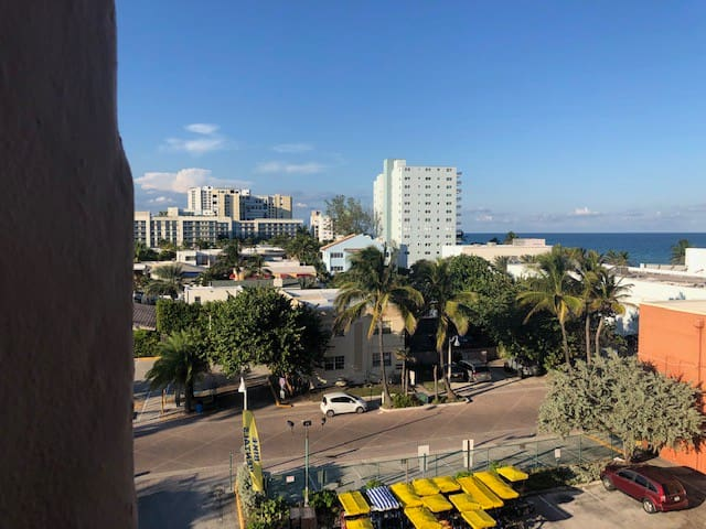 CITY VIEW studio for 4 ppl - Hollywood Beach!!