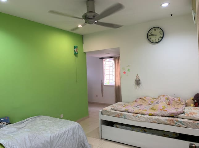 Room for rent RM900 per moth ONLY