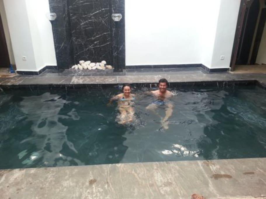 Vraie piscine en marbre