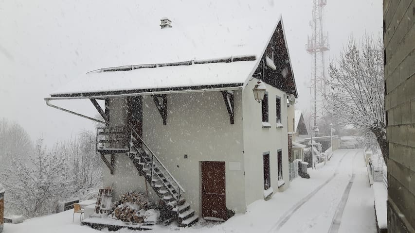 Great little house near Les Deux Alpes .