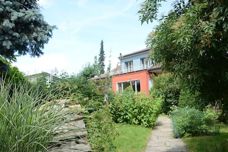 lovely bed and breakfast in quiet suburb near bern - Bed & Breakfast