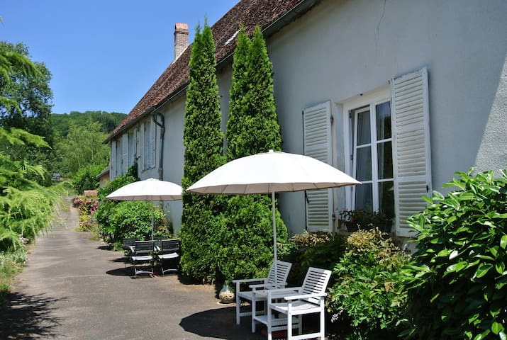 Une Belle Histoire: Gîte Le Lavoir - Cussy-en-Morvan - Selveierleilighet