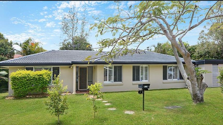 Mitchelton home only 8 km from CBD! - Mitchelton - Hus