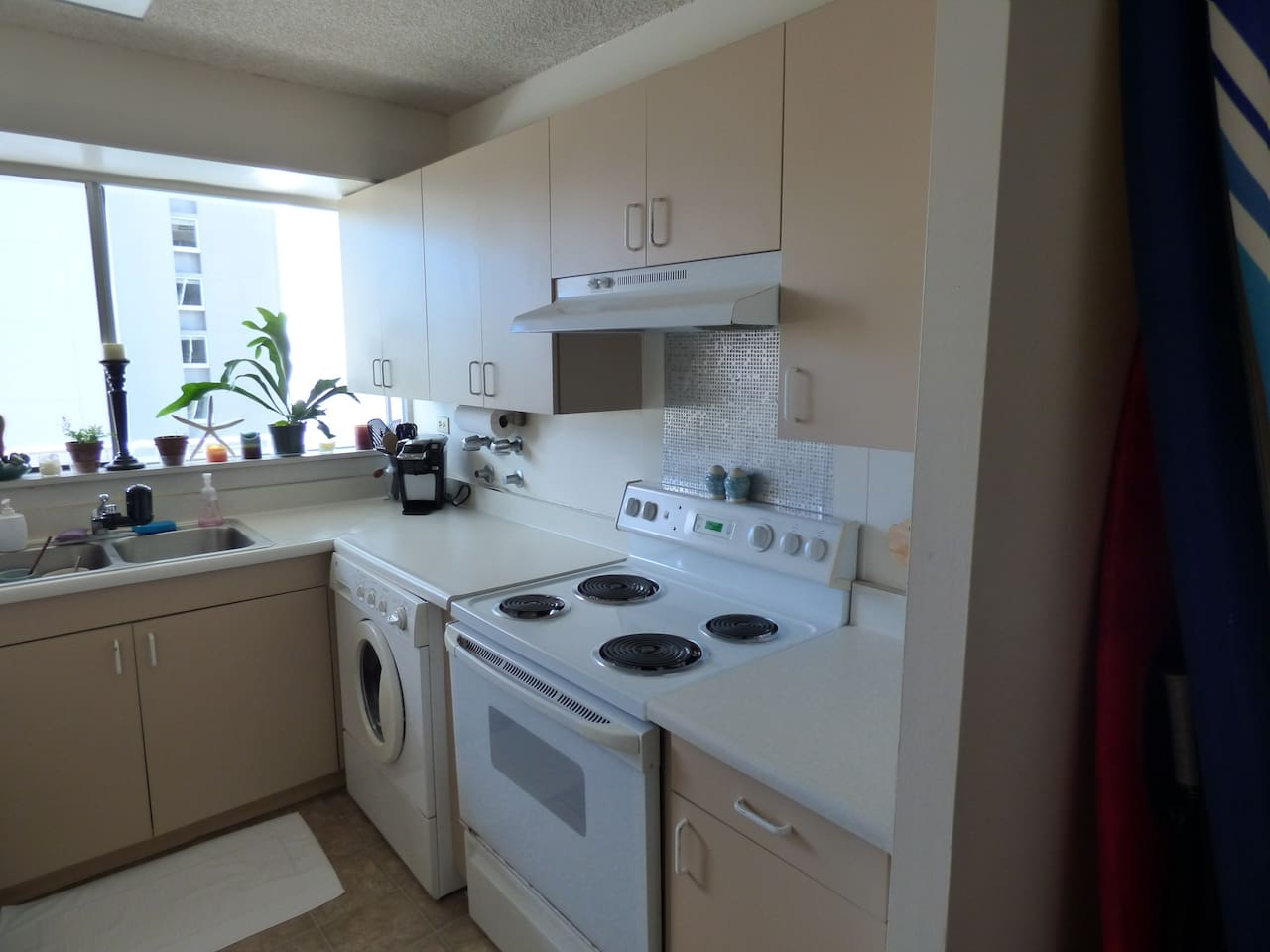 Island Vibe apt with an ocean view - Apartments for Rent in Honolulu ...