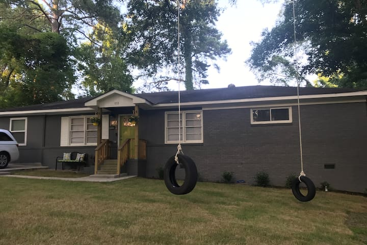 Welcome to the jungle! 4bd/2ba -sleeps 8