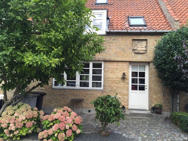 English Town House near Beach & The Kastrup Metro