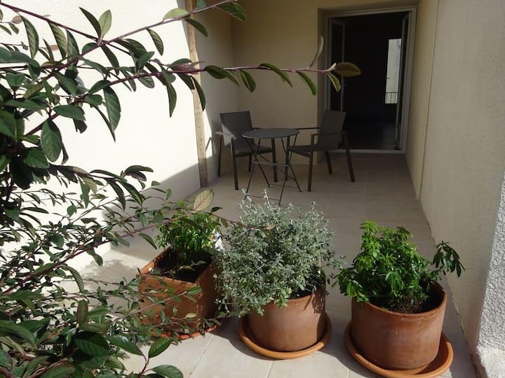 Grand studio indépendant avec terrasse privative
