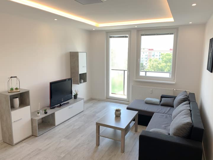 ♥ Ideal for big groups ☆ Spacious brand new flat