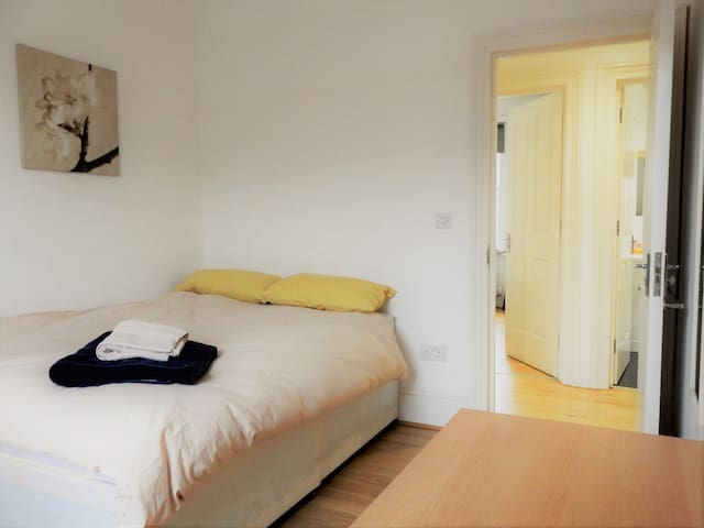 Double Room in Lovely Flat by Chatham Dockyard - 2