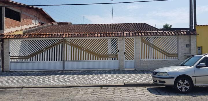 Linda casa térrea em Mongaguá.