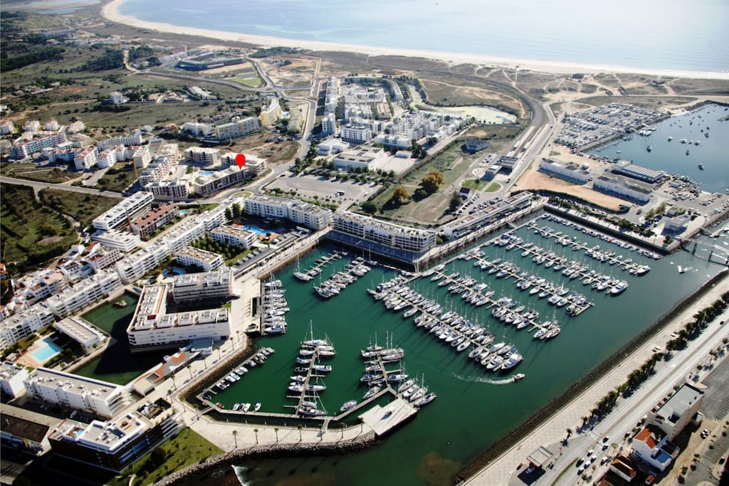 Location of apartment, aerial view of marina and Meia Praia beach