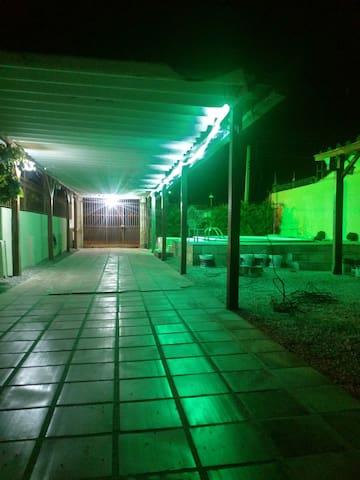 Casa com piscina na praia do Laranjal.