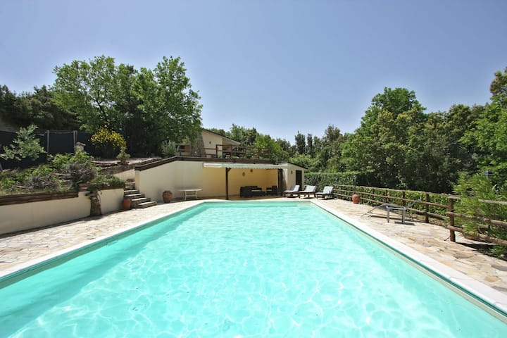 Villa with private swimming pool, near a picturesque town, view of a valley