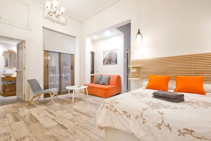 AMAZING LOFT GOTIC TWO MINUTES FROM LAS RAMBLA