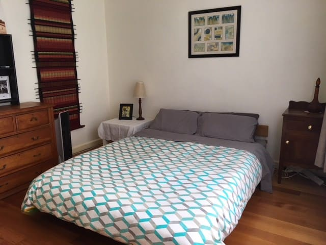 Serene Private Room in the heart of Northcote