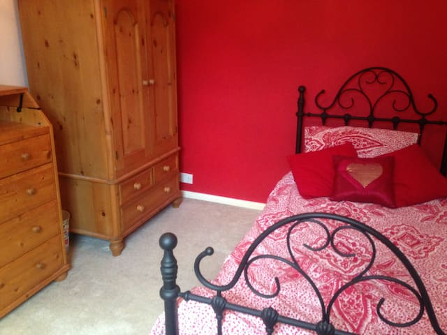 Room in Victorian House close to Town Centre