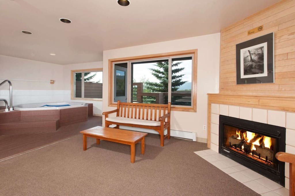 Indoor Hot Tub With Fireplace And Views From Clubhouse Just Steps From Your Door!